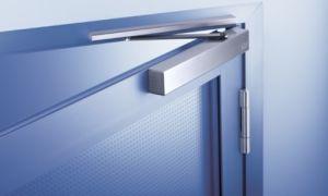 Секреты выбора и установки дверного доводчика