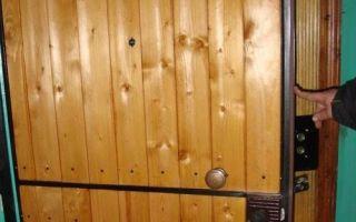 Преображаем двери: варианты обивки деревянных и металлических полотен