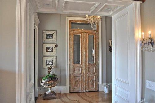 застаренные двери