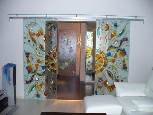 стеклянные двери с витражом