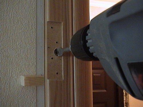 крепление коробки к стене