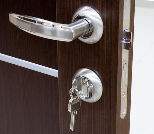 Как собрать дверную ручку межкомнатной двери